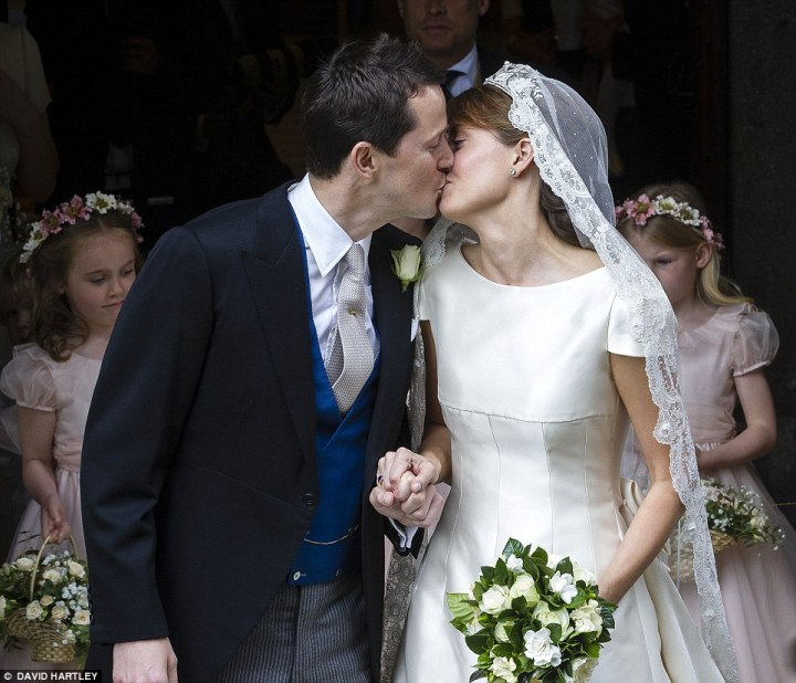 alexandra-knatchbull-wedding-kiss